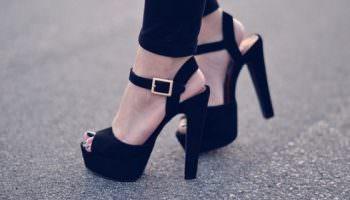 Une sélection de sandales noires incroyablement belles auxquelles aucune femme ne peut résister!