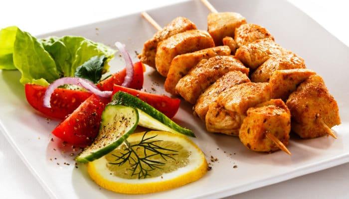 Excellentes recettes de poitrines de poulet: entrées, plats principaux, ainsi que des salades simples et des collations