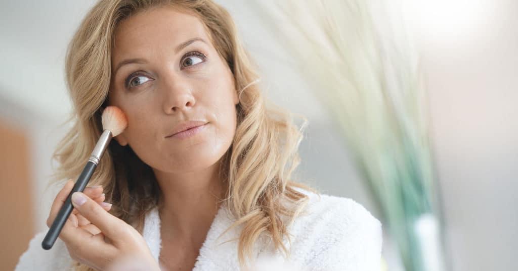 Comment paraître plus jeune avec le maquillage