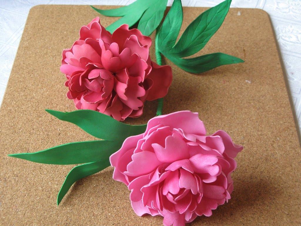 Fleurs de bricolage de foamiran: une instruction photo étape par étape avec une description