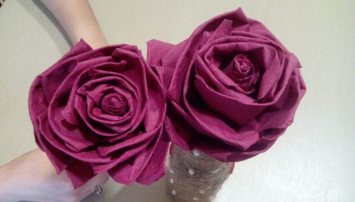 Comment faire des fleurs avec des serviettes en papier - des options simples et complexes