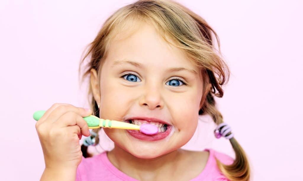 Comment choisir un dentifrice pour un enfant: à partir de 1 an, à partir de 3 ans et pour les autres âges