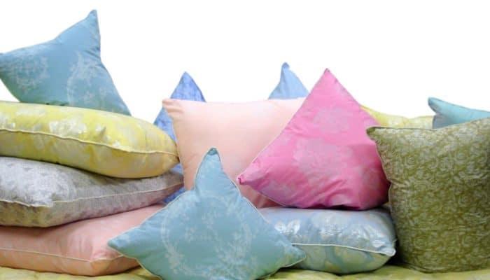 Quel oreiller choisir? (Fluff / plume / bambou / mouton / poil de chameau / agent de préparation de froid d'hiver / polyester / fibertec)